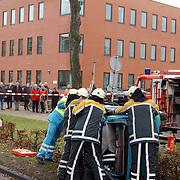 Ongeval met beknelling Huizermaatweg Huizen voor het gebouw van 3VO