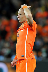 11.07.2010, Soccer-City-Stadion, Johannesburg, RSA, FIFA WM 2010, Finale, Niederlande (NED) vs Spanien (ESP) im Bild Arijen Robben ist bitter enttäuscht über das Scheitern im Finale gegen Spanien, EXPA Pictures © 2010, PhotoCredit: EXPA/ InsideFoto/ Perottino *** ATTENTION *** FOR AUSTRIA AND SLOVENIA USE ONLY! / SPORTIDA PHOTO AGENCY