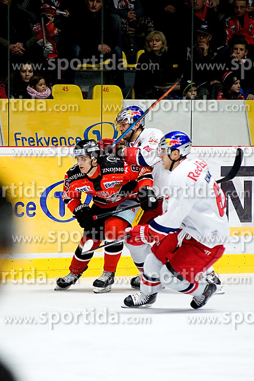 19.12.2014, Ice Rink, Znojmo, CZE, EBEL, HC Orli Znojmo vs EC Red Bull Salzburg, 28. Runde, im Bild v.l. Adam Havlik (HC Orli Znojmo) Manuel Latusa (EC Red Bull Salzburg) Konstantin Komarek (EC Red Bull Salzburg ) // during the Erste Bank Icehockey League 28th round match between HC Orli Znojmo and EC Red Bull Salzburg at the Ice Rink in Znojmo, Czech Republic on 2014/12/19. EXPA Pictures © 2014, PhotoCredit: EXPA/ Rostislav Pfeffer