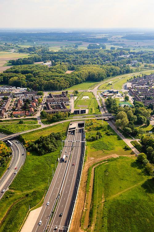 Nederland, Limburg, Roermond, 27-05-2013; Roertunnel in A73, noordelijk ingang in de bebouwde kom van Roermond. Wijk De Kemp. Kruising met de spoorweg van de IJzeren Rijn (buiten gebruik).  De tunnel is aangelegd om natuur van het Roerdal te ontzien.<br /> Roer Tunnel in A73 crossing the railway Iron Rhine, constructed to protect the nature of the Roer valley next to residential districts in Roermond. <br /> luchtfoto (toeslag op standard tarieven)<br /> aerial photo (additional fee required)<br /> copyright foto/photo Siebe Swart
