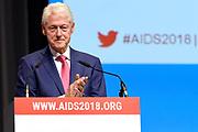 Voormalig president van de Verenigde Staten, Bill Clinton spreekt tijdens Aids2018 in de Rai. Van 23 tot en met 27 juli komen duizenden aidsexperts, activisten, wetenschappers, beleidsmakers en politici bijeen voor de internationale aidsconferentie AIDS 2018<br /> <br /> Former president of the United States, Bill Clinton speaks in the Rai during AIDS2018. From 23 to 27 July, thousands of AIDS experts, activists, scientists, policymakers and politicians will meet for the AIDS AIDS Conference in the international arena.