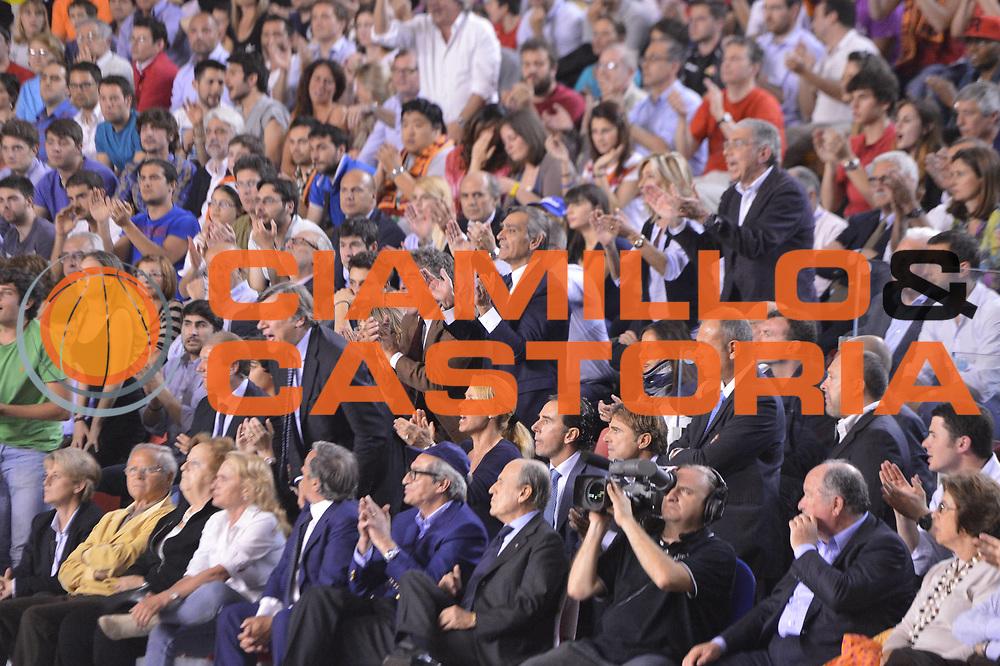 DESCRIZIONE : Roma Lega A 2012-2013 Acea Roma Lenovo Cantu playoff semifinale gara 7<br /> GIOCATORE : Tifosi <br /> CATEGORIA : Tifosi<br /> SQUADRA : Acea Roma<br /> EVENTO : Campionato Lega A 2012-2013 playoff semifinale gara 7<br /> GARA : Acea Roma Lenovo Cantu<br /> DATA : 06/06/2013<br /> SPORT : Pallacanestro <br /> AUTORE : Agenzia Ciamillo-Castoria/GiulioCiamillo<br /> Galleria : Lega Basket A 2012-2013  <br /> Fotonotizia : Roma Lega A 2012-2013 Acea Roma Lenovo Cantu playoff semifinale gara 7<br /> Predefinita :