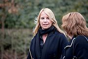 Uitvaart Mies Bouwman in een crematorium in Leusden.<br /> <br /> Op de foto:  Linda de Mol