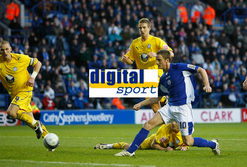 Photo: Steve Bond/Richard Lane Photography. Leicester City v Sheffield Wednesday. Coca Cola Championship. 12/12/2009. Andy King stabs home no2 for Leicester