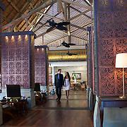 A Prince Maurice Resort | Le prince maurice renouvelle tout ses intérieurs. Mannequins Laetitia Darche miss Maurice 2010 et Adriano Barnes.