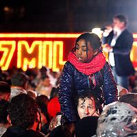 Nederland, Amsterdam , 6 januari 2015.<br /> Spanning tijdens het Kanjerfeest (wijkfeest) van de Postcode Loterij in Gaasperdam Amsterdam Zuidoost.<br /> Op de achtergrond de Nederlandse Zanger Wolter Kroes<br /> Foto:Jean-Pierre Jans