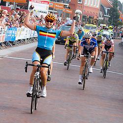 WIELRENNEN BOELS RENTAL LADIESTOER, GENNEP: de Belgische Kelly Druyts wint de 4e etappe