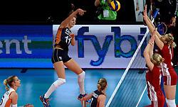 27-09-2015 NED: Volleyball European Championship Nederland - Polen, Apeldoorn<br /> Nederland verslaat Polen met 3-1 / Debby Pilon-Stam #16, Anne Buijs #11