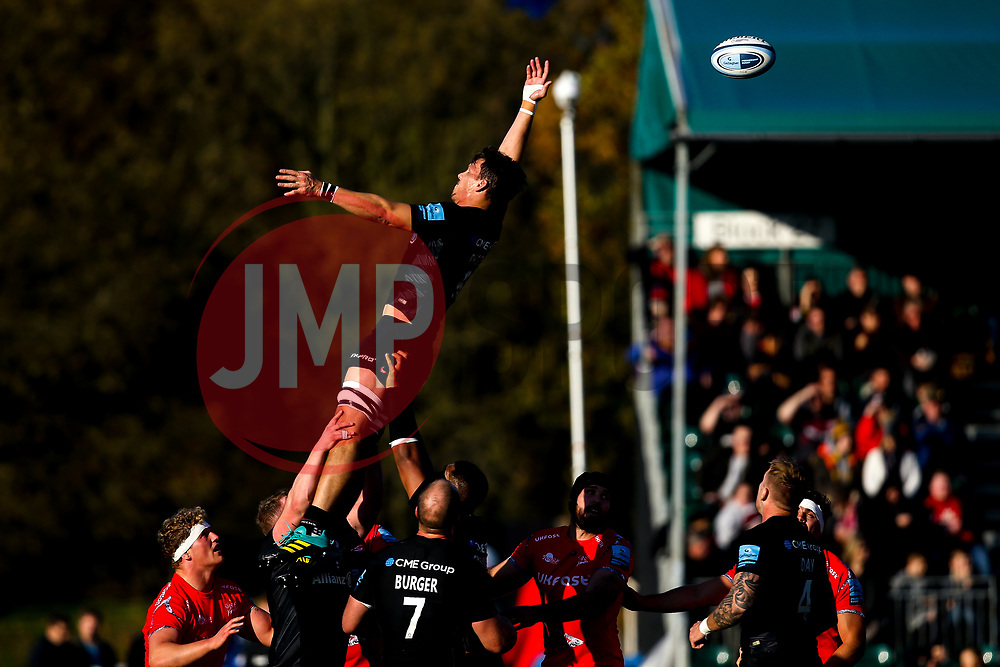 Mike Rhodes of Saracens misses the ball at a line out - Mandatory by-line: Robbie Stephenson/JMP - 17/11/2018 - RUGBY - Allianz Park - London, England - Saracens v Sale Sharks - Gallagher Premiership Rugby