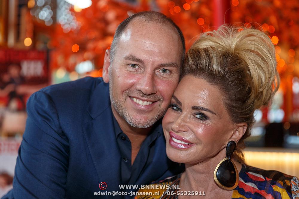 NLD/Amsterdam/20180925 - Presentatie nr.8 magazine XXXL, Conny van Gun - Witteman en partner eugene van Dun