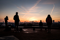 © Licensed to London News Pictures. 30/01/2018. London, UK. Visitors to a frosty Primrose Hill enjoy the view as the sun rises. Photo credit: Peter Macdiarmid/LNP