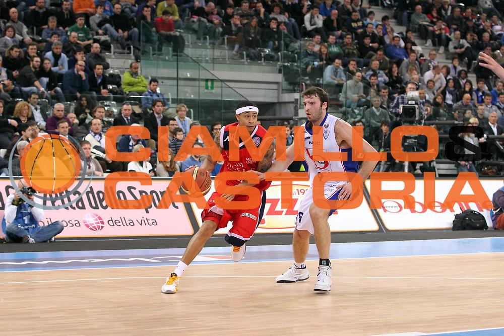 DESCRIZIONE : Torino Coppa Italia Final Eight 2011 Quarti di Finale Bennet Cantu Angelico Biella<br /> GIOCATORE : AJ Slaughter<br /> SQUADRA : Angelico Biella<br /> EVENTO : Agos Ducato Basket Coppa Italia Final Eight 2011<br /> GARA : Bennet Cantu Angelico Biella<br /> DATA : 11/02/2011<br /> CATEGORIA : Palleggio<br /> SPORT : Pallacanestro<br /> AUTORE : Agenzia Ciamillo-Castoria/G.Cottini<br /> Galleria : Final Eight Coppa Italia 2011<br /> Fotonotizia : Torino Coppa Italia Final Eight 2011 Quarti di Finale Bennet Cantu Angelico Biella<br /> Predefinita :