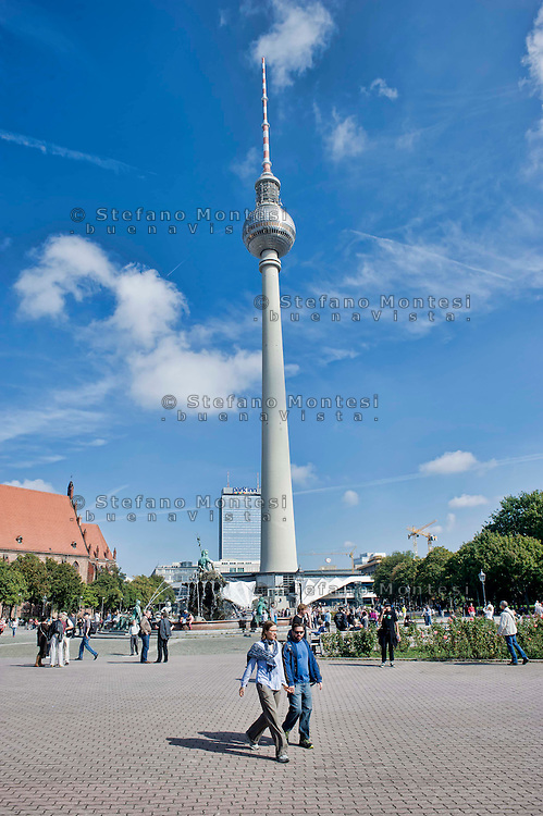 Berlino 14  Settembre 2013<br /> La Torre della Televisione fotografata da  Alexanderplatz <br /> The Television Tower is pictured at Alexanderplatz in Berlin.The 368 meter tall tower has been a symbol of Berlin since its construction in 1969 shortly the 20th anniversary of the East Germany
