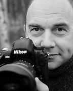 Solvin Zankl, studierter Meeresbiologe, ist seit 20 Jahren freier Naturfotograf. Er hat alle Weltmeere bereist und lebt nun in Kiel. Seine Fotoreportagen<br />werden weltweit von führenden Magazinen veröffentlicht, allen voran von »GEO«. Die Aufnahmen spiegeln<br />seine wissenschaftliche Sichtweise wider, der er als Fotograf seinen Sinn für Ästhetik zur Seite stellt. Zankls Fotografi en wurden mehrfach prämiert. Er erhielt etwa den »Deutschen Preis für Wissenschaftsfotografie« und wurde vielfach bei der »Wildlife Photographer of the Year Competition« ausgezeichnet.