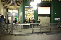 Mannheim. 01.03.17   BILD- ID 107  <br /> Unter hohe Sicherheitsvorkehrungen beginnt heute morgen am Landgericht der Prozess gegen einen 57-j&auml;hrigem Mann aus der T&uuml;rkei. Die Staatsanwaltschaft wirft ihm versuchten Mord vor. Er soll im Juni vergangenen Jahres in der Fahrlachstra&szlig;e f&uuml;nf Sch&uuml;sse auf einen Landsmann abgegeben haben. Die Hinterr&uuml;nde der Tat sind bisher weithin ungekl&auml;rt. Es k&ouml;nnten aber politische Interessen eine Rolle spielen. Der Mann auf den geschossen worden war, tritt bei dem Prozess als Nebenkl&auml;ger auf. Er soll ein Anh&auml;ner des t&uuml;rkischen Ministerpr&auml;sidenten Recep Tayyip Erdoğan sein. Der Angeklagte, so beschreibt es sein Verteidiger Stefan Alleier, geh&ouml;re keiner politischen Gruppierung an, er sei aber am Tattag nach Deutschland gereist, um einen Streit zwischen zerstrittenen Parteien zu schlichten. Geschossen habe sein Mandant erst dann, als er von seinem Gegen&uuml;ber angegriffen worden sei.<br /> Nach der Verlesung der Anklage durch die Staatsanwaltschaft, m&ouml;chte sich der Angeklagte mit einer ausf&uuml;hrlichen Erkl&auml;rung zum Tathergang &auml;u&szlig;ern. Der Beginn des Prozesses ist um 9 Uhr geplant.<br /> Bild: Markus Prosswitz 01MAR17 / masterpress (Bild ist honorarpflichtig - No Model Release!)