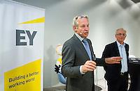 DEN HAAG - Joop Alberda met Paul de Ruijter (r) , hoofd KNHB AcademieKNHB Technisch Kader Congres ' Coach the game' bij EY in Den Haag. FOTO KOEN SUYK