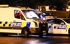 Auckland-Police use tear gas before arrest, Titirangi
