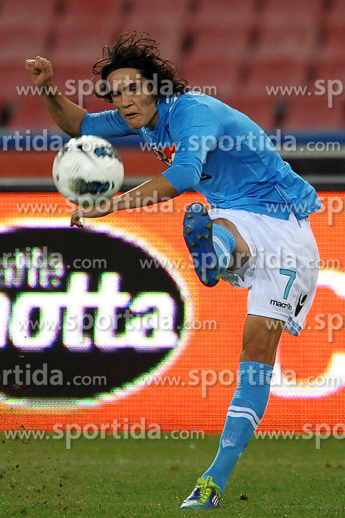 15.10.2011, San Paolo Stadion, Neapel, ITA, Serie A, SSC Neapel vs FC Parma im Bild Edinson CAVANI Napoli // during Serie A football match between SSC Neapel and FC Parma at San Paolo Stadium, Naples, Italy on 15/10/2011. EXPA Pictures © 2011, PhotoCredit: EXPA/ InsideFoto/ Andrea Staccioli +++++ ATTENTION - FOR AUSTRIA/(AUT), SLOVENIA/(SLO), SERBIA/(SRB), CROATIA/(CRO), SWISS/(SUI) and SWEDEN/(SWE) CLIENT ONLY +++++