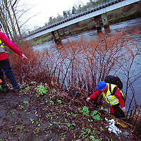 Missing girl...26.12.98.<br />Tayside Police Search and Rescue team members search the banks of the River Tay for missing Perth  teenager Sally Greig,18.<br /><br />Picture Copyright:  John Lindsay / Perthshire Picture Agency.<br />30 James Street, Perth. PH2 8LZ.<br />Tel. 01738 623350. mobile 07775 852112<br />(Vat Reg No 716 8222 37).