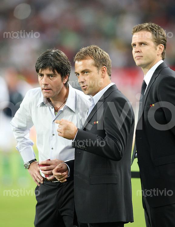 Fussball  International   Saison 2006/2007 Trainer Joachim LOEW, Co Trainer Hansi FLICK und Teammanager Oliver BIERHOFF (v.l., alle Deutschland)