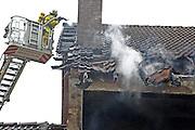 Mannheim. 23.02.17   BILD- ID 048  <br /> Schönau. Brand im Mehrfamilienhaus. Bei dem Brand in einem Vierfamilienhaus am Donnerstagnachmittag auf der Schönau ist ein geschätzter Schaden von rund 300 000 Euro entstanden. Das Feuer war im ersten Obergeschoss ausgebrochen und hatte auf das Dachgeschoss übergegriffen, teilte die Polizei mit. Die Bewohner konnten das Haus im Ludwig-Neischwander-Weg rechtzeitig verlassen. Verletzt wurde bei dem Brand niemand. Die Feuerwehr brachte den Brand unter Kontrolle. Die Brandursache ist noch nicht bekannt.<br /> Bild: Markus Prosswitz 23FEB17 / masterpress (Bild ist honorarpflichtig - No Model Release!)
