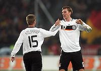 Fussball           EM Qualifikation        17.11.07 Deutschland - Zypern Per MERTESACKER (re.) gratuliert Thomas HITZLSPERGER (li, beide GER) nach seinem Tor zum 2:0.