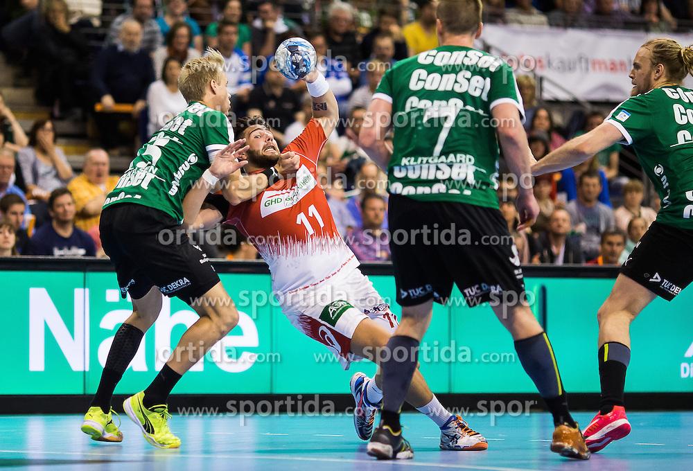 Berlin, Deutschland, 16.05.2015:<br /> Handball EHF Pokal Halbfinale Spiel 1 2014 / 2015 - Skjern Handbold - HSV Hamburg - EHF CUP Finals 2014/15.<br /> <br /> Lasse Mikkelsen (Skjern Handbold #15) - Kevin Herbst (HSV #11) *** Local Caption *** &copy; pixathlon