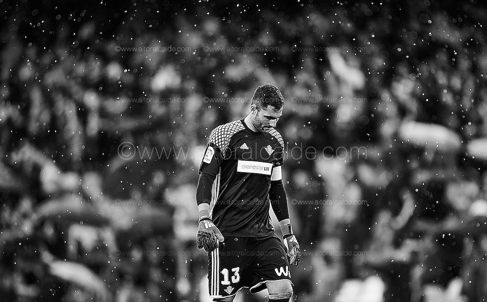 SEVILLE, SPAIN - DECEMBER 04:  (EDITORS NOTE: This image has been processed using digitals filters) Antonio Adan of Real Betis Balompie looks on during La Liga match between Real Betis Balompie an RC Celta de Vigo at Benito Villamarin Stadium on December 4, 2016 in Seville, Spain.  (Photo by Aitor Alcalde Colomer/Getty Images)