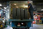 CT Mont-Royal.Sylvain Verreault transporte des pneus de bus.