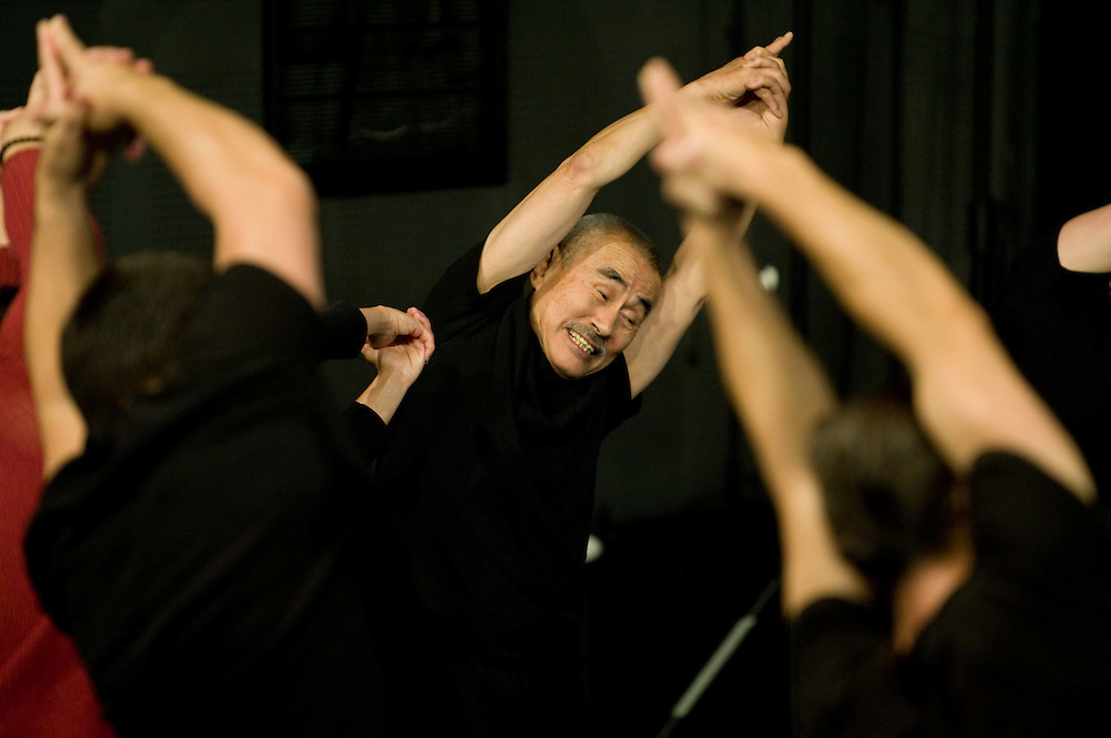 Yoshi Oida, actor and director of Japanese origin supervised an international workshop in the Hungarian Theatre of Cluj. he organizer of the event is ARTHOC International Centre of Performing Arts.