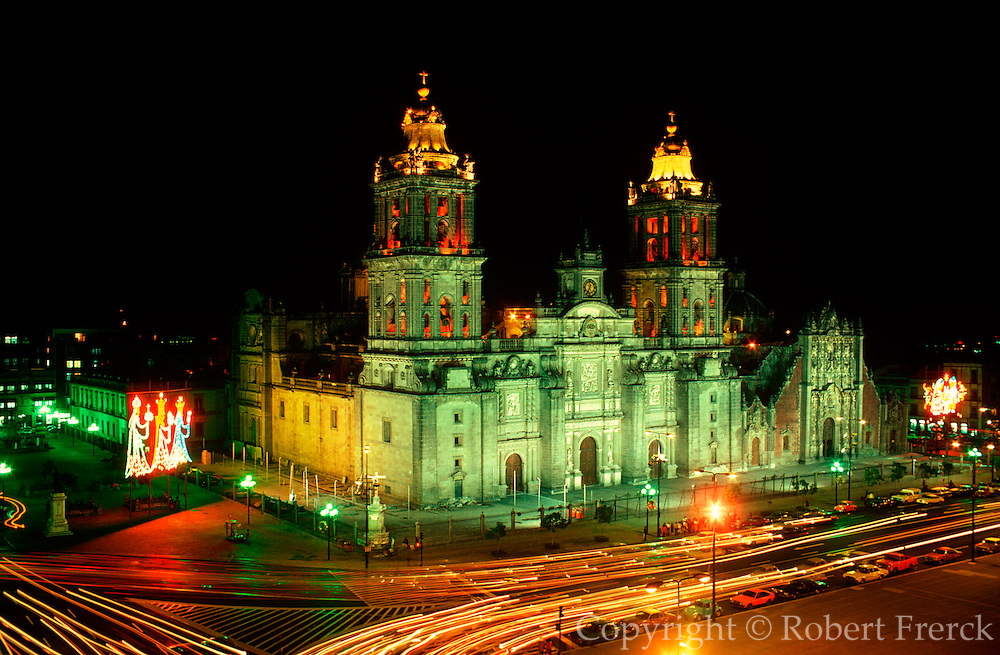 MEXICO, MEXICO CITY Z�calo, city's main square and heart of the colonial city; the Cathedral built in 1520 and lit with Christmas lights