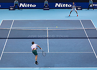Tennis - 2017 Nitto ATP Finals at The O2 - Day Five<br /> <br /> Group Boris Becker Singles: Roger Federer (Switzerland) Vs Marin Cilic (Croatia)<br /> <br /> A wider angle of Roger Federer (Switzerland)serving to Marin Cilic (Croatia) at the O2 Arena<br /> <br /> COLORSPORT/DANIEL BEARHAM