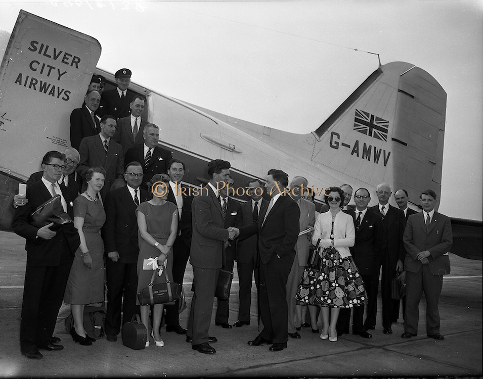 15/05/1959<br /> 05/15/1959<br /> 15 May 1959<br /> Silver City Airways inaugural flight from Blackpool to Dublin. Image shows some of the passangesa disembarking from the aircraft at Dublin Airport.