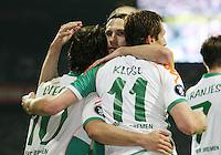 Fussball  UEFA Pokal  Viertelfinale  Rueckspiel  Saison 2006/2007 SV Werder Bremen - AZ Alkmaar              DIEGO, Torsten FRINGS und Miroslav KLOSE (v.l., alle Bremen) jubeln nach dem 4:1
