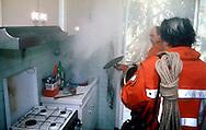 Roma.  Vigili del Fuoco Tuscolano II  .Un Vigile del fuoco interviene per una pentola lasciata sul fuoco.Rome.  Firefighters Tuscolano II.An fireman intervene for a pot left on the fire