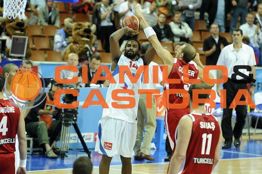 DESCRIZIONE : Katowice Poland Polonia Eurobasket Men 2009 Semifinal 5-8 place Francia France Turchia Turkey <br /> GIOCATORE : Ronnie Turiaf<br /> SQUADRA : Francia France<br /> EVENTO : Eurobasket Men 2009<br /> GARA : Francia France Turchia Turkey <br /> DATA : 19/09/2009 <br /> CATEGORIA :<br /> SPORT : Pallacanestro <br /> AUTORE : Agenzia Ciamillo-Castoria/G.Ciamillo<br /> Galleria : Eurobasket Men 2009 <br /> Fotonotizia : Katowice  Poland Polonia Eurobasket Men 2009 Semifinal 5-8 place Francia France Turchia Turkey <br /> Predefinita :