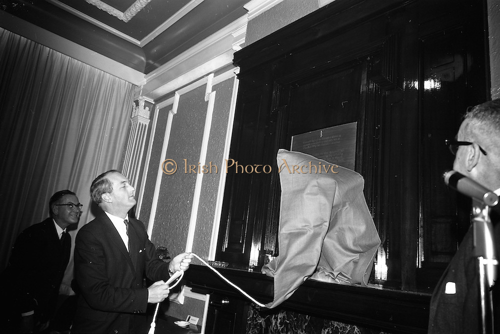 15/11/1966<br /> 11/15/1966<br /> 15 November 1966<br /> Unveiling of Commemorative Plaque for 53 anniversary of the decision to form the Irish Volunteers at Wynn's Hotel, Dublin. Picture shows Mr. George Colley T.D., Minister for Industry and Commerce, unveiling the plaque.