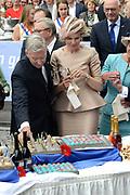 Viering van 200 jaar van het Koninkrijk der Nederland in Maastricht bezoek aan het preuvenemint / Celebration of 200 years of the Kingdom of the Netherlands in Maastricht with a visit to the preuvenemint ( tasting food )<br /> <br /> op de foto / On the photo:  koning Filip en koningin Mathilde van Belgie / King Philip and Queen Mathilde of Belgium