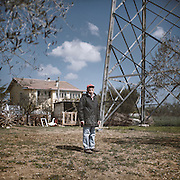 Enzo Troiano, a farmer from Villanova (PE) who lived for 30 years with a high voltage pylon in his own garden, 20 meters away from the house he bought at the end of the sixties. Oce the powerhouse is upgraded, additional pylons, masts and cable grids will invade this area before spreading south.<br /> Villanova (PE)