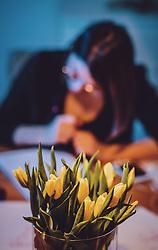 THEMENBILD - ein frischer Strauss Schnittblumen steht vor einer Frau, die gerade etwas schreibt, aufgenommen am 25. Januar 2020 in Kaprun, Oesterreich // Flowers in front of a woman doing handlettering in Kaprun, Austria on 2020/01/25. EXPA Pictures © 2020, PhotoCredit: EXPA/ JFK