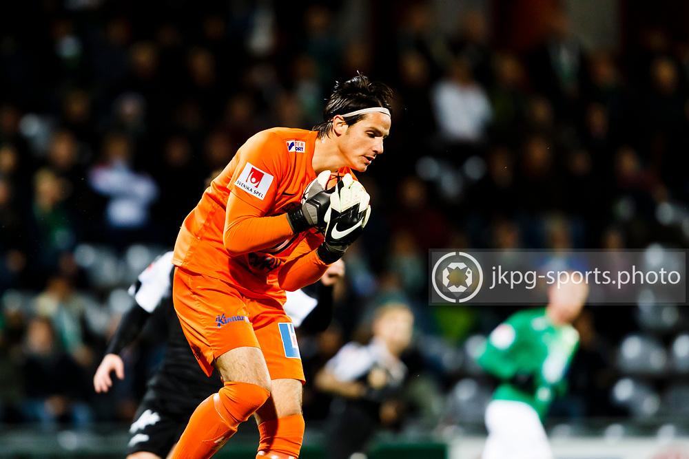 161027 Fotboll, Allsvenskan, J&ouml;nk&ouml;ping - &Ouml;rebro<br />M&aring;lvakt, (25) Damir Mehic, J&ouml;nk&ouml;pings S&ouml;dra IF g&ouml;r en r&auml;ddning, single action.<br /><br />&copy; Daniel Malmberg/Jkpg Sports <br />Betalbild,  se f&auml;ltet instruktioner/special instructions.