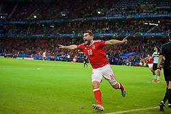 LILLE, FRANCE - Friday, July 1, 2016: Wales' Sam Vokes celebrates scoring the third goal against Belgium, to seal a 3-1 victory, during the UEFA Euro 2016 Championship Quarter-Final match at the Stade Pierre Mauroy. (Pic by David Rawcliffe/Propaganda)