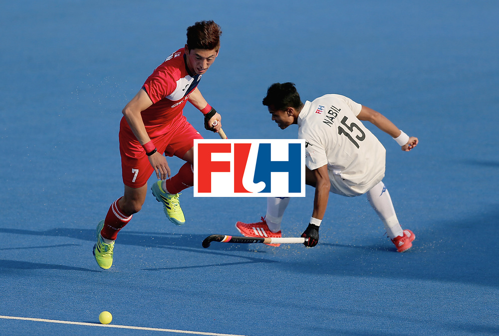 LONDON, ENGLAND - JUNE 19: Manjae Jung of South Korea is challenged by Nabil Noor of Malaysia during the Pool A match between South Korea and Malaysia on day five of Hero Hockey World League Semi-Final at Lee Valley Hockey and Tennis Centre on June 19, 2017 in London, England. (Photo by Alex Morton/Getty Images)
