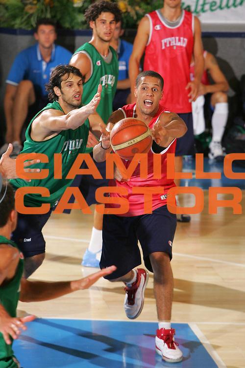 DESCRIZIONE : Bormio Ritiro Nazionale Italiana Maschile Preparazione Eurobasket 2007 Allenamento <br /> GIOCATORE : Daniel Lorenzo Hackett <br /> SQUADRA : Nazionale Italia Uomini <br /> EVENTO : Bormio Ritiro Nazionale Italiana Uomini Preparazione Eurobasket 2007 <br /> GARA : <br /> DATA : 24/07/2007 <br /> CATEGORIA : Allenamento <br /> SPORT : Pallacanestro <br /> AUTORE : Agenzia Ciamillo-Castoria/S.Silvestri <br /> Galleria : Fip Nazionali 2007 <br /> Fotonotizia : Bormio Ritiro Nazionale Italiana Maschile Preparazione Eurobasket 2007 Allenamento <br /> Predefinita :