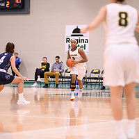2nd year guard Kyia Giles (6) of the Regina Cougars during the Women's Basketball home game on January 5 at Centre for Kinesiology, Health and Sport. Credit: Arthur Ward/Arthur Images