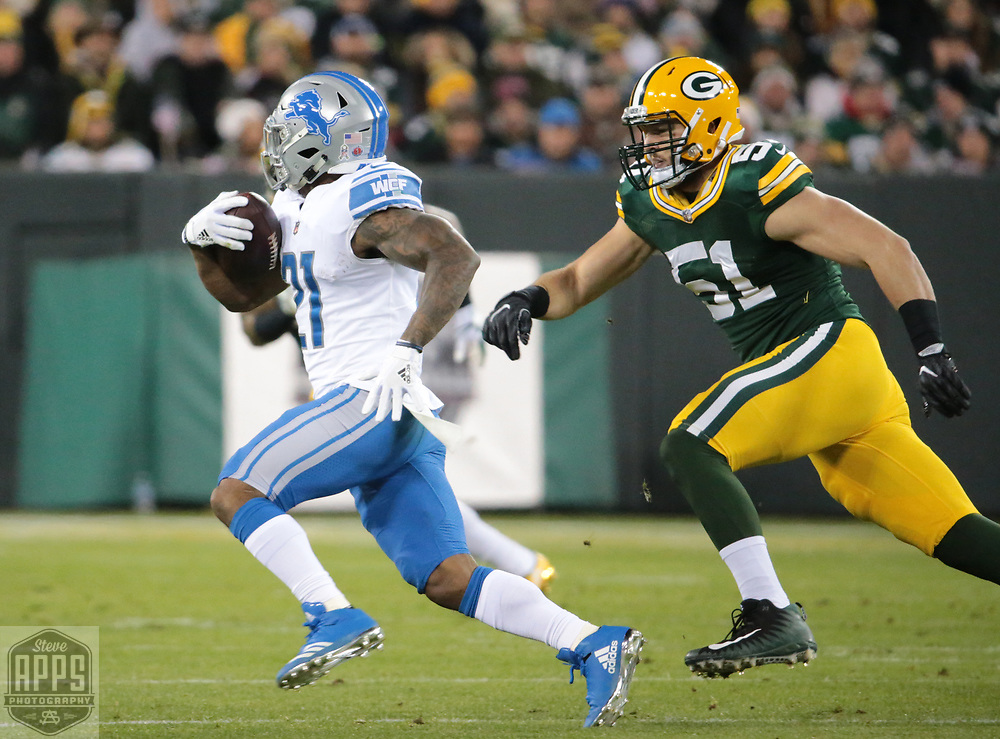 Green Bay Packers outside linebacker Kyler Fackrell (51) tries to contain Detroit Lions running back Ameer Abdullah (21) on a 11-yard run in the 1st quarter. <br /> The Green Bay Packers hosted the Detroit Lions at Lambeau Field Monday, Nov. 6, 2017. STEVE APPS FOR THE STATE JOURNAL.