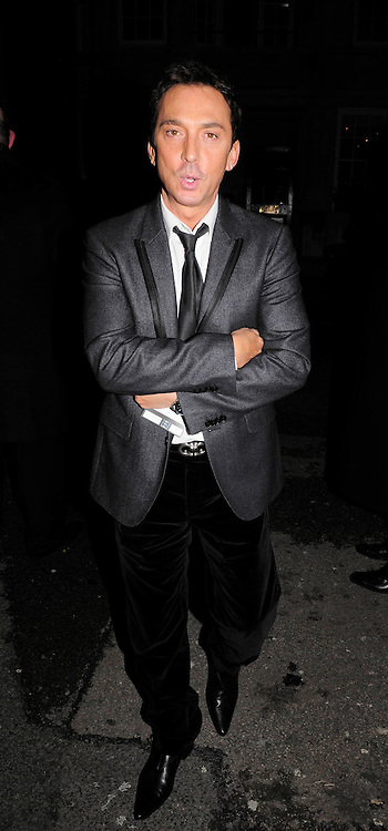 03.DECEMBER.2009 - LONDON<br /> <br /> BRUNO TONIOLI LEAVING THE AFTERPARTY AT CLARIDGES HOTEL AFTER THE PREMIERE OF NEW FILM NINE.<br /> <br /> BYLINE: EDBIMAGEARCHIVE.COM<br /> <br /> *THIS IMAGE IS STRICTLY FOR UK NEWSPAPERS &amp; MAGAZINES ONLY*<br /> *FOR WORLDWIDE SALES &amp; WEB USE PLEASE CONTACT EDBIMAGEARCHIVE-0208 954 5968*