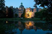 Schloss Bueckeburg bei Daemmerung, Weserbergland, Niedersachsen, Deutschland.| .Schloss Bueckeburg at dusk, Weserbergland, Lower Saxony, Germany.