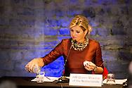 """19-1-2015 LONDON - Queen Maxima arrives at the America Square Conference Centre in London for het Speech at the  Financial Inclusion: The Next Move Forward convention .Koningin Máxima heeft opnieuw een lans gebroken voor betere toegankelijkheid van financiële diensten. Wereldwijd hebben 2,5 miljard mensen die toegang niet. ,,We moeten oppassen voor financiële uitsluiting"""", zei Máxima maandag op een conferentie in de Londense City, het financiële hart van de Britse hoofdstad.   COPYRIGHT ROBIN UTRECHT"""