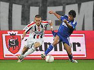 30-08-2008 VOETBAL:WILLEM II:AJAX:TILBURG<br /> Oluguer in duel met Jens Janse<br /> Foto: Geert van Erven